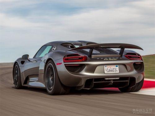 眼下,保时捷的旗舰跑车911 turbo s最大功率为412kw(560ps),和已经