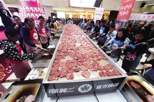 Baotou takes the biggest beefsteak cooking challenge