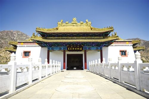 近年来,土右旗保护开发建设了美岱召蒙元历史人文景区,实施了以美岱