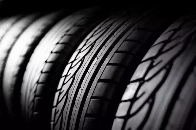 汽车轮胎为什么都没有内胎?看完秒懂