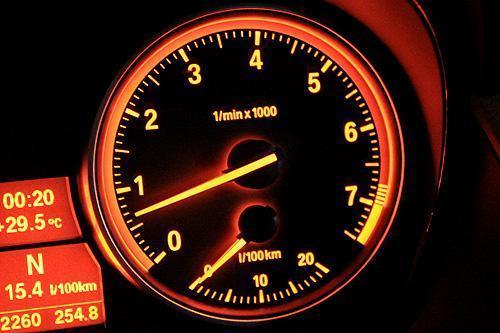 开了这么久车,原来转速表还有这些功能