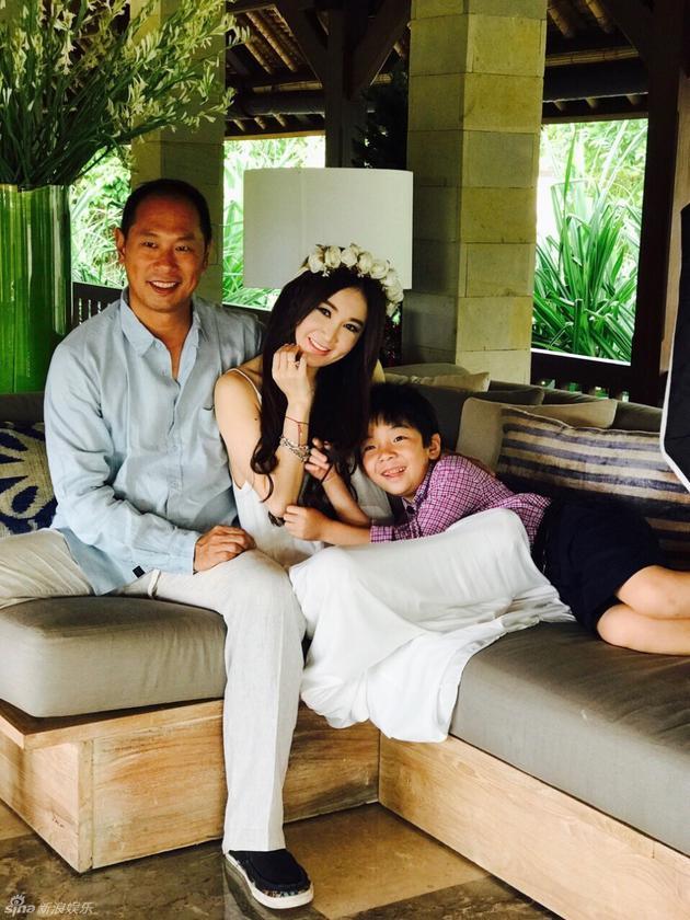 温碧霞和老公儿子