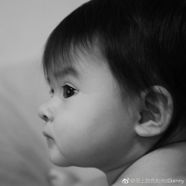刘洲成晒女儿