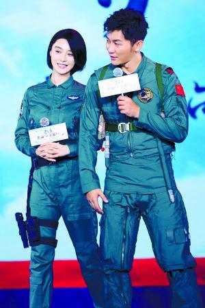范冰冰和李晨昨日在发布会上开启情侣互怼模式,逗笑到场嘉宾。