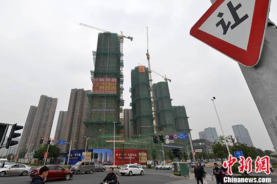 资料图:一处商品房在建中。 <a target='_blank' href='http://www.chinanews.com/'>中新社</a>记者 吕明 摄