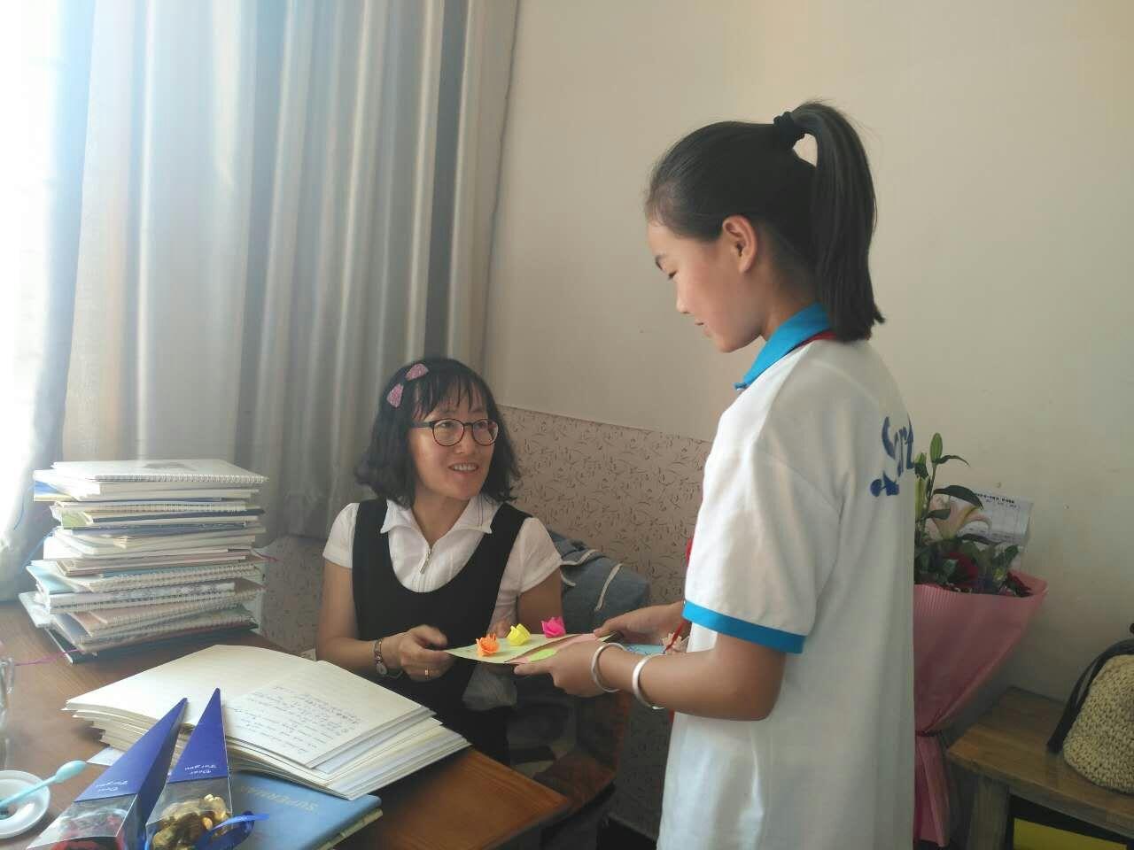 名爵娱乐官网:钢四小庆祝第33个教师节活动