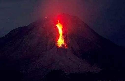 印尼巴厘岛火山爆发且增强 官方发布安全警示