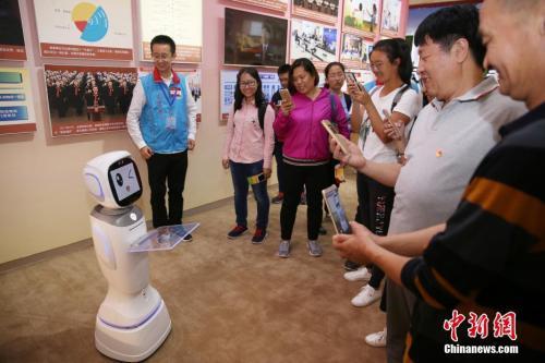 机器人资料图。 <a target='_blank' href='http://www.chinanews.com/'>中新社</a>记者 韩海丹 摄