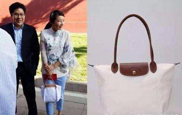 李小璐的包全球限量三个, 甘比的包232万, 可都被她的打脸了