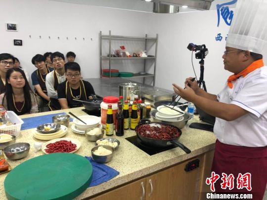"""大奖娱乐官方网站_四川一高校开设""""美食课""""学生吃着火锅就能修学分"""