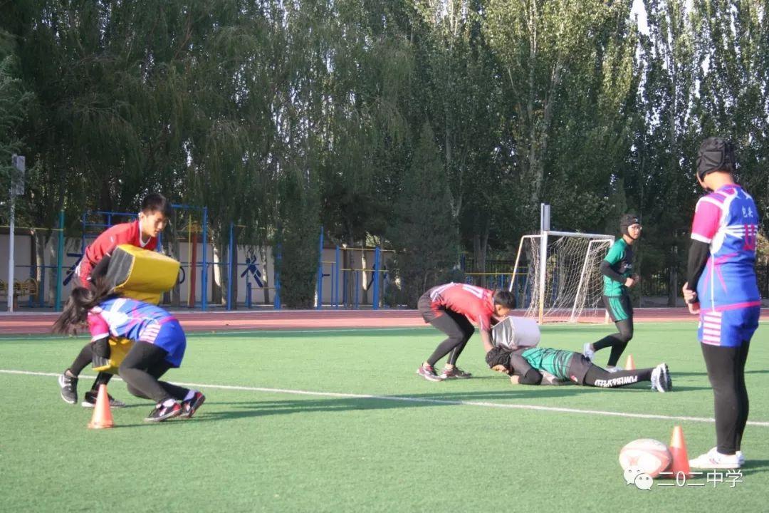 这所学校代表包头参加内蒙古第十四届运动会