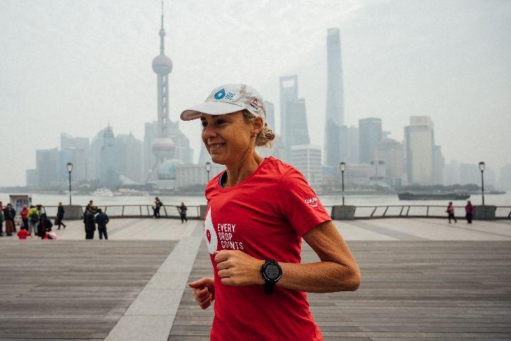 澳大利亚超级跑者上海开跑马拉松 呼吁节水环保