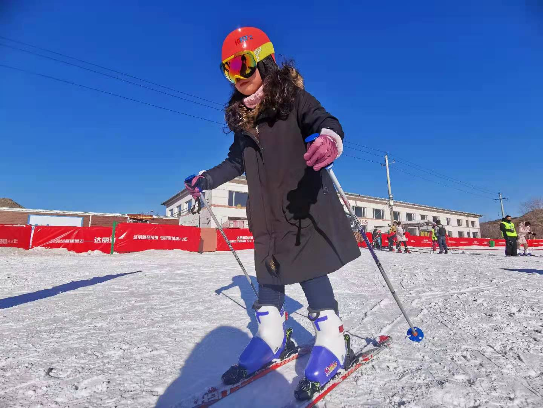 滑雪、冬捕、赏冰雕……冰雪冷资