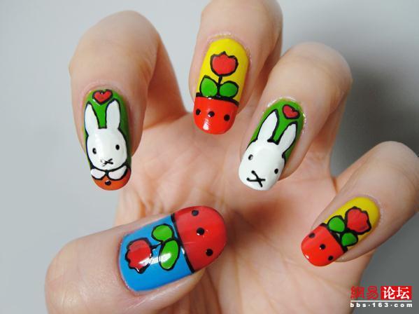 指尖上的可爱小兔子