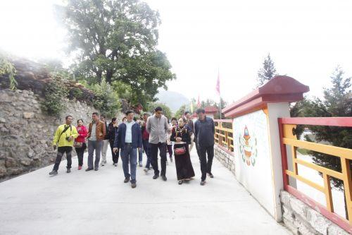 金滿倉一行到西藏民俗第一村學習考察